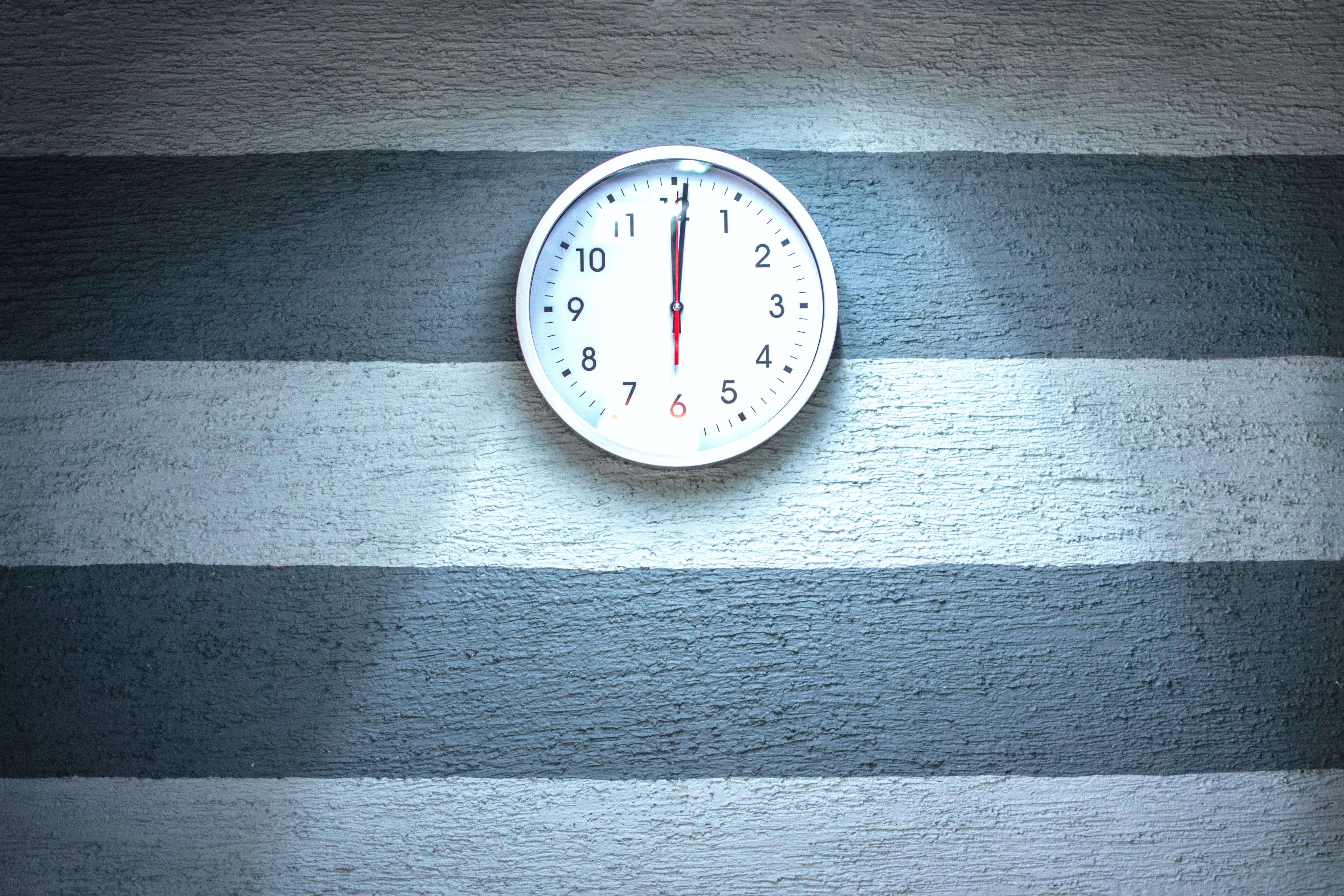 Clock showing 12 o'clock.