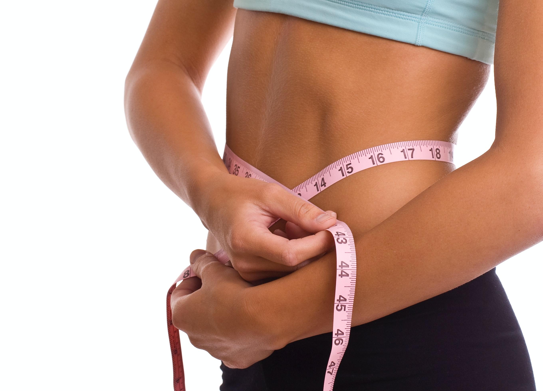 woman using body tape, mesuring hey weight loss.