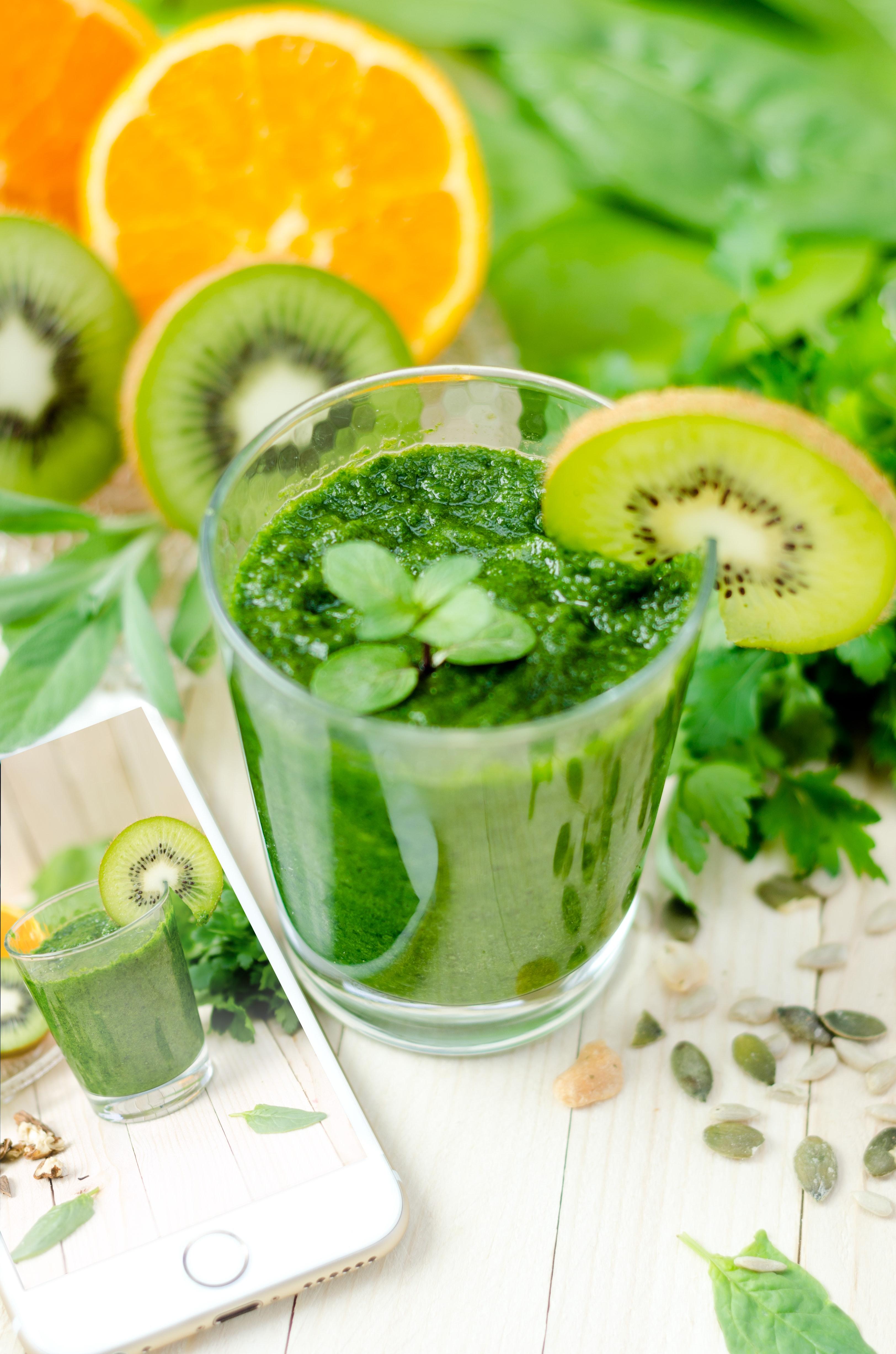 Green beverage for detoxification.