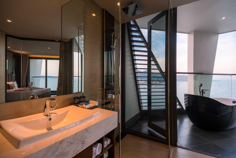 Bathroom Royal Boton Blue Hotel & Spa - Photos by Halo Digital media - Hotel & Resort Photography - Vietnam - Nha Trang