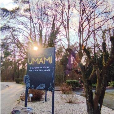 Das Eingangsschild vom Restaurant Umami