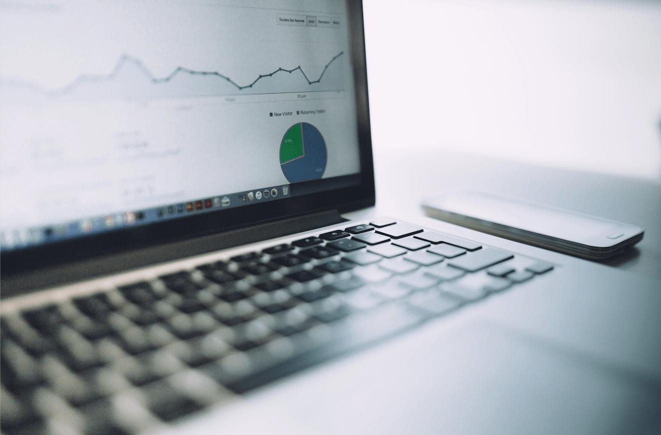 macbook-laptop-analytics