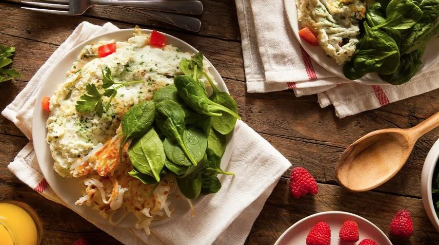 Looking for a healthy breakfast? This low-fat recipe from chef Bobby Deen is packed with vegetables and lean protein.