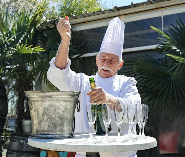 Vieux monsieur restaurateur