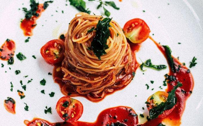 restaurant social media content