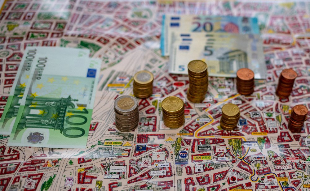 Kuinka paljon rahaa tarvitset oman ravintolasi rahoittamiseen (mukaan lukien ennakkomaksut ja sijoitukset)