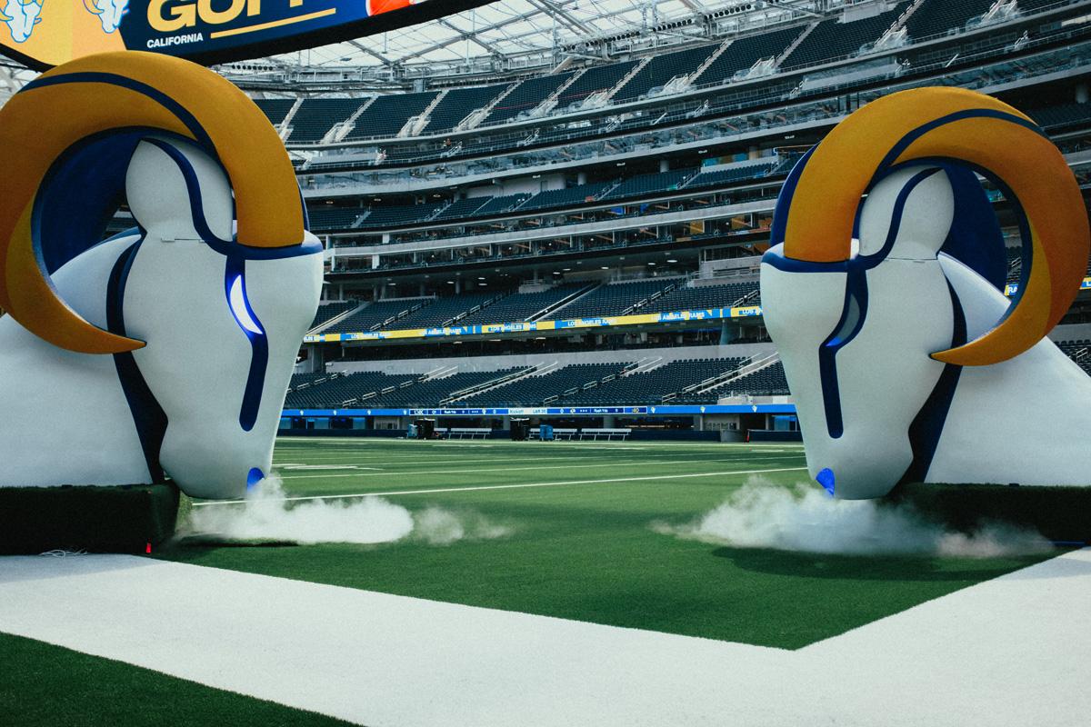 LA Rams player entrance mascot head