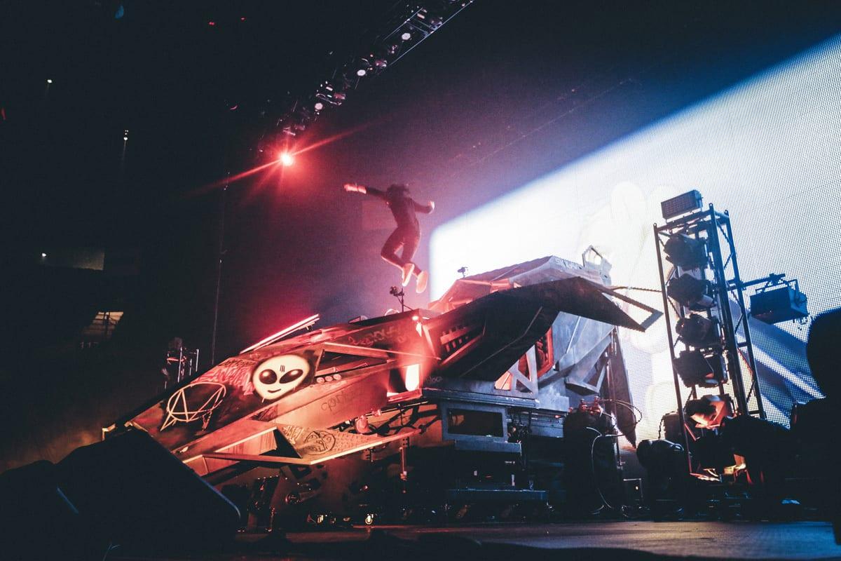 Skrillex Mothership Tour vol. II  stage