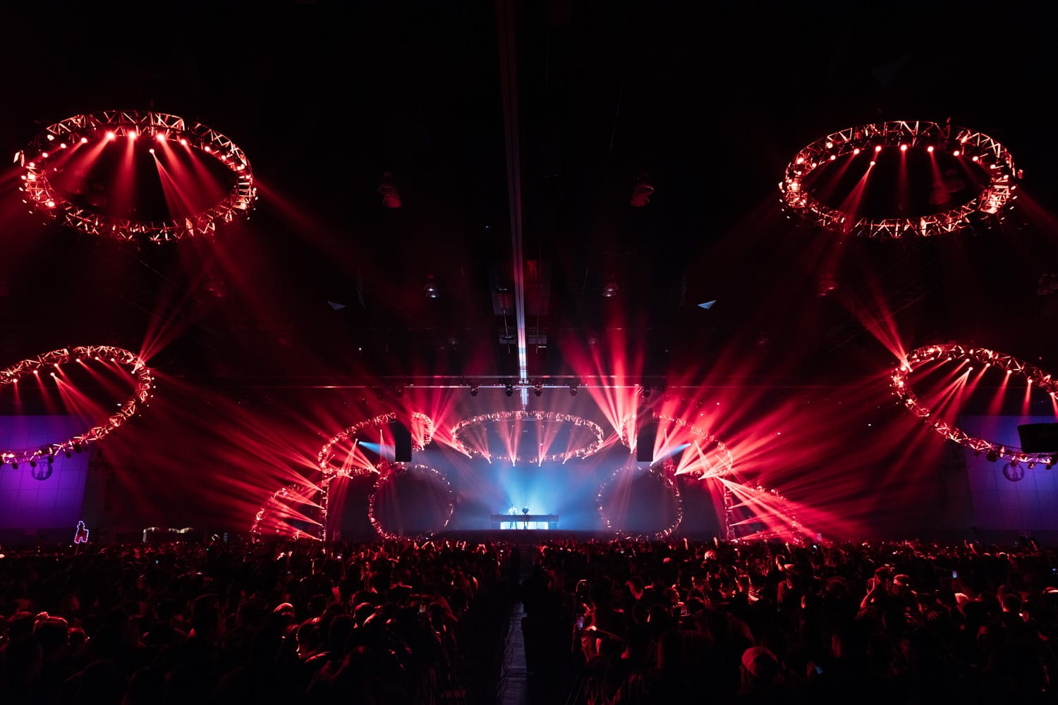 The Chainsmokers NYE stage ring lights