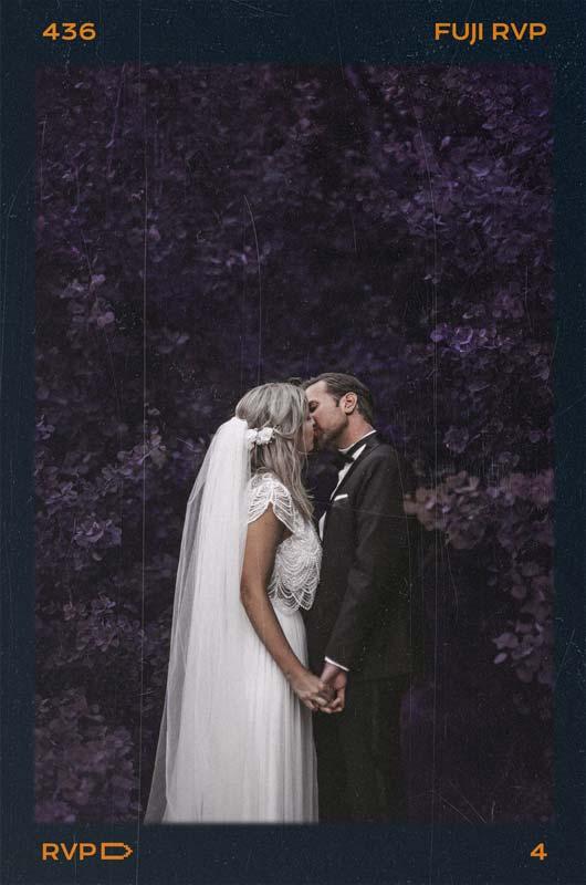 Hochzeitspaar genießt ruhige Momente nach der Hochzeitsfeier fotografiert vom Hochzeitsfotografen Team pollography wedding aus Freiburg