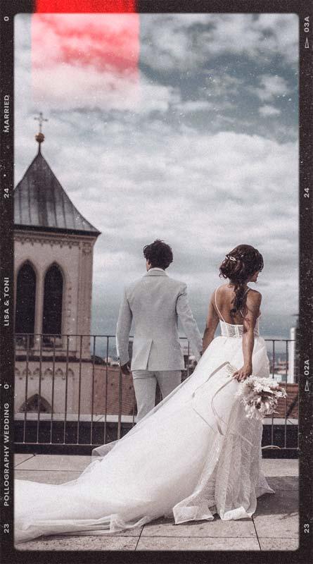 Hochzeitspaar genießt ruhigen Moment auf den Dächern des Skajo s fotografiert vom Hochzeitsfotografen Team pollography wedding aus Freiburg