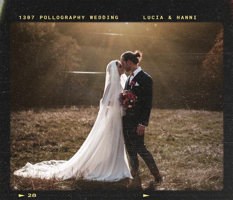 Hochzeitsfotografie eines glücklichen Brautpaares im Gegenlicht in Freiburg, Schwarzwald  fotografiert vom Hochzeitsfotografen Team pollography wedding aus Freiburg