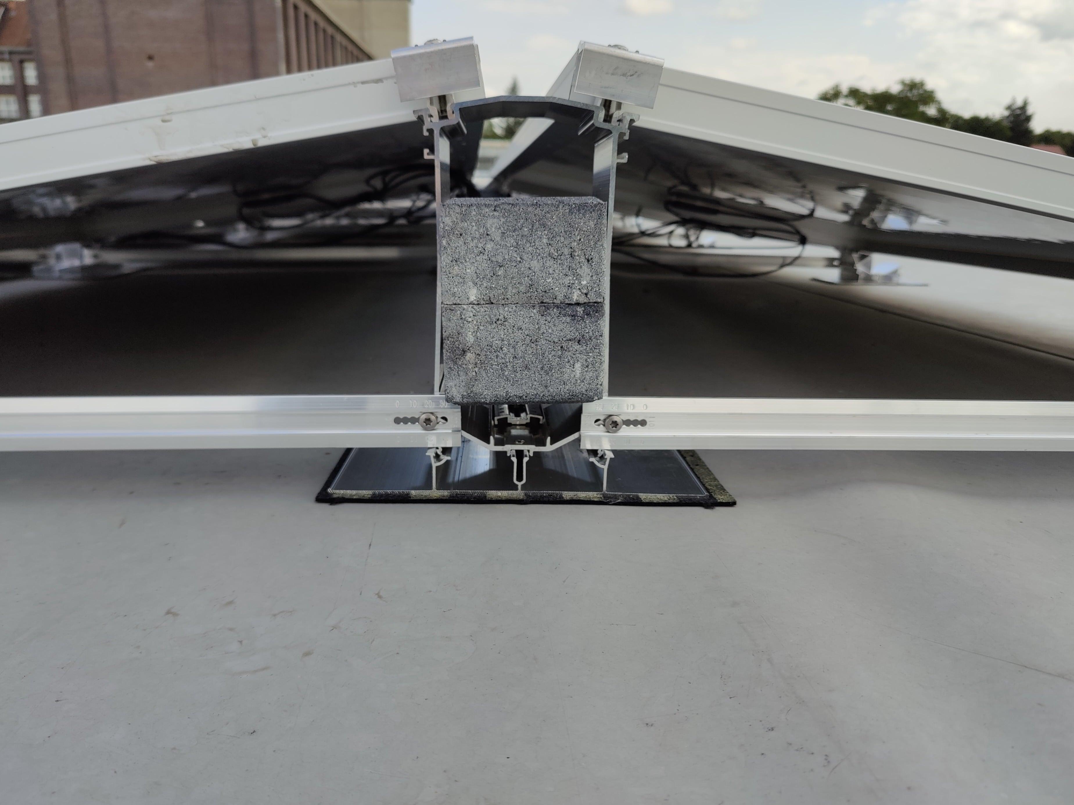 Seitenansicht einer Photovoltaikmontage