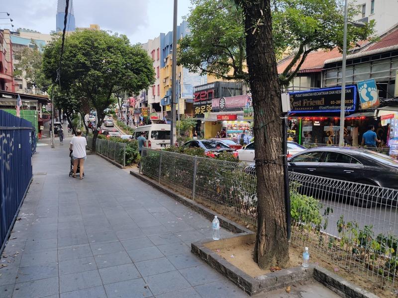 Rue proche de l'hôtel MOV à Kuala Lumpur recit voyage malaisie
