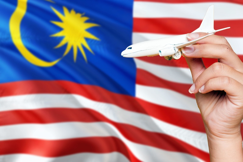 Avion en jouet avec le drapeau de la Malaisie conseils aux voyageurs
