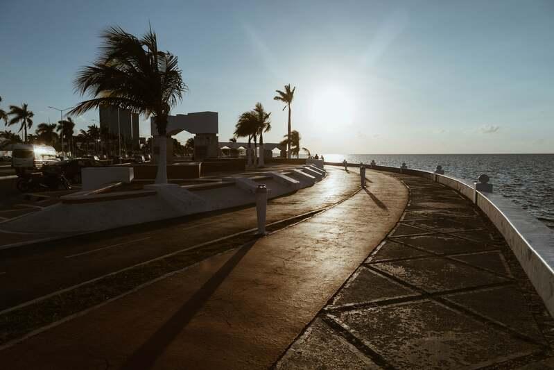 Coucher de soleil au bord du Malecon à Campeche au Mexique