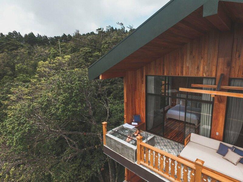 Piscine vue sur forêt à l'Hôtel Belmar  un hébergement à Monteverde au Costa Rica