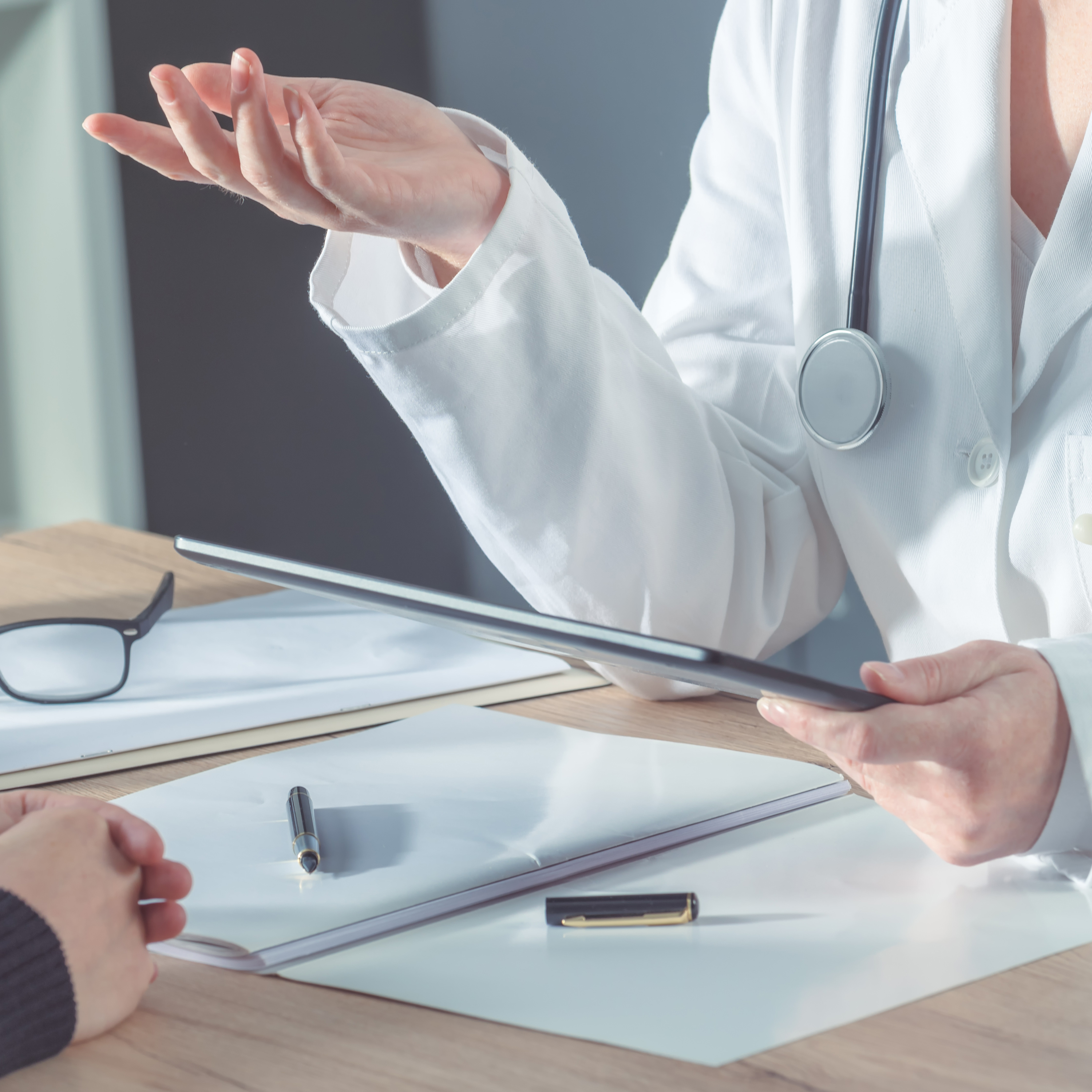 Intelligent Analytics (IA) and real-time data are creating a new paradigm for healthcare by recommending medications based on the successful treatment of similar patients.