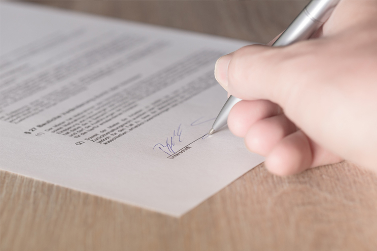 Image of a lease being signed | Base date calculating outgoings article