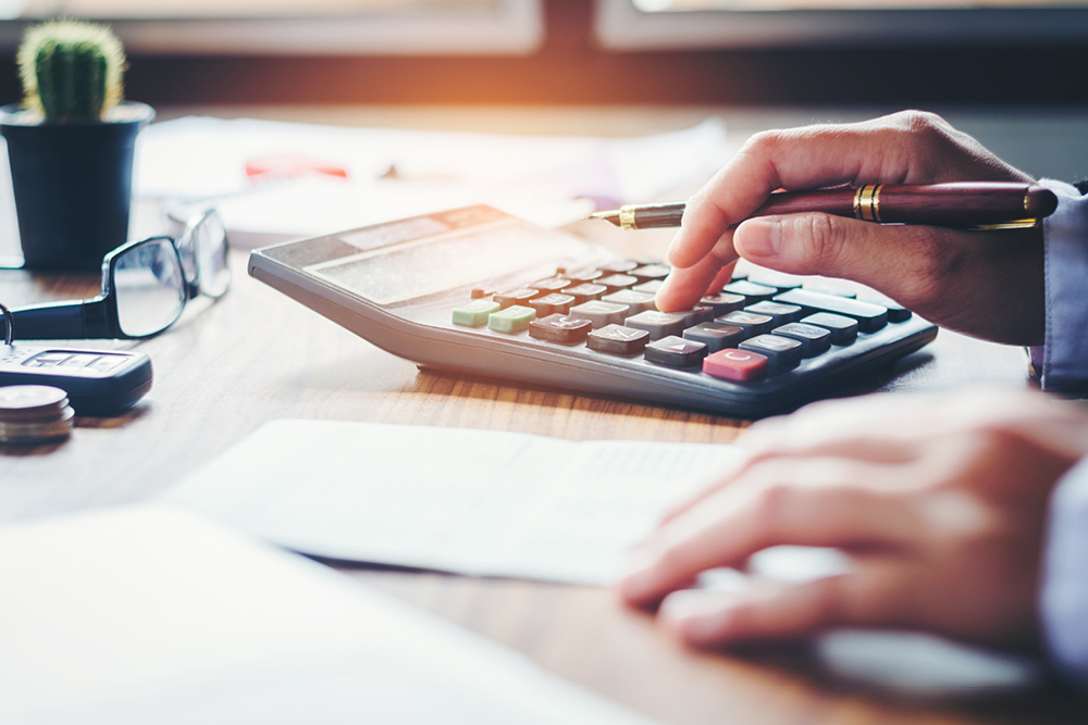 Image of person calculating the cost of using a tenant rep