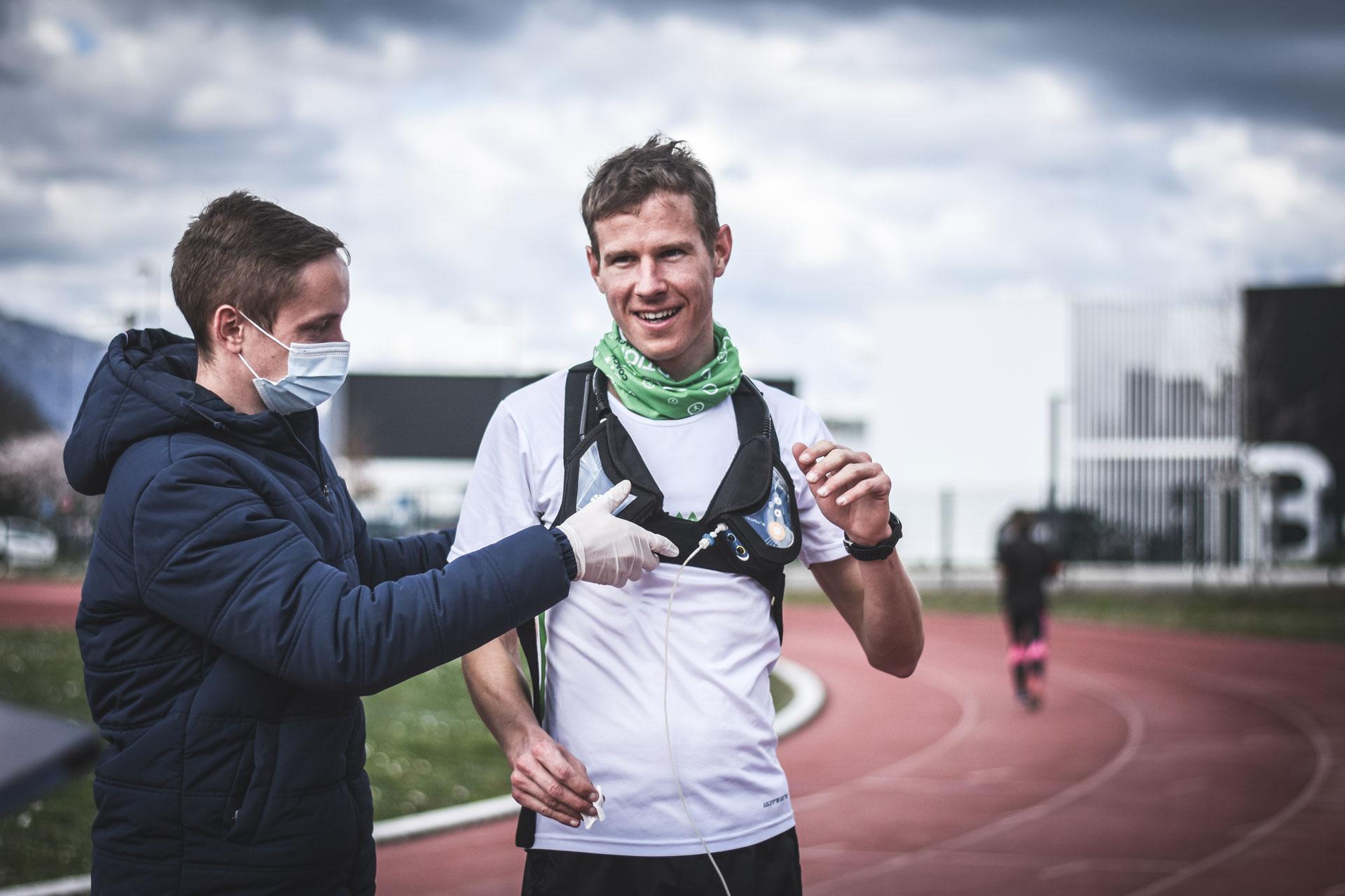Scientifique Sporttesting équipe coureur de matériel de mesure physiologique - filières énergétiques