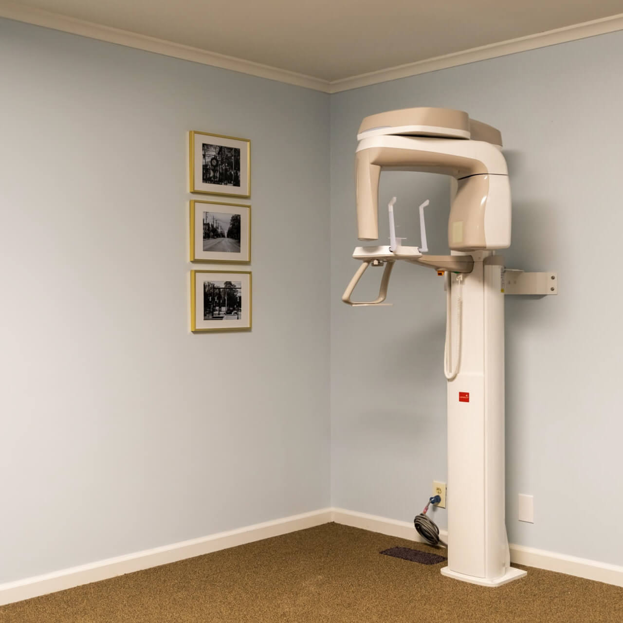 At Pinnacle Dental, we use the iTero scanner to take digital x-rays of your teeth