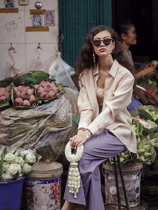 heartland wanderer a girl sitting in a flower market