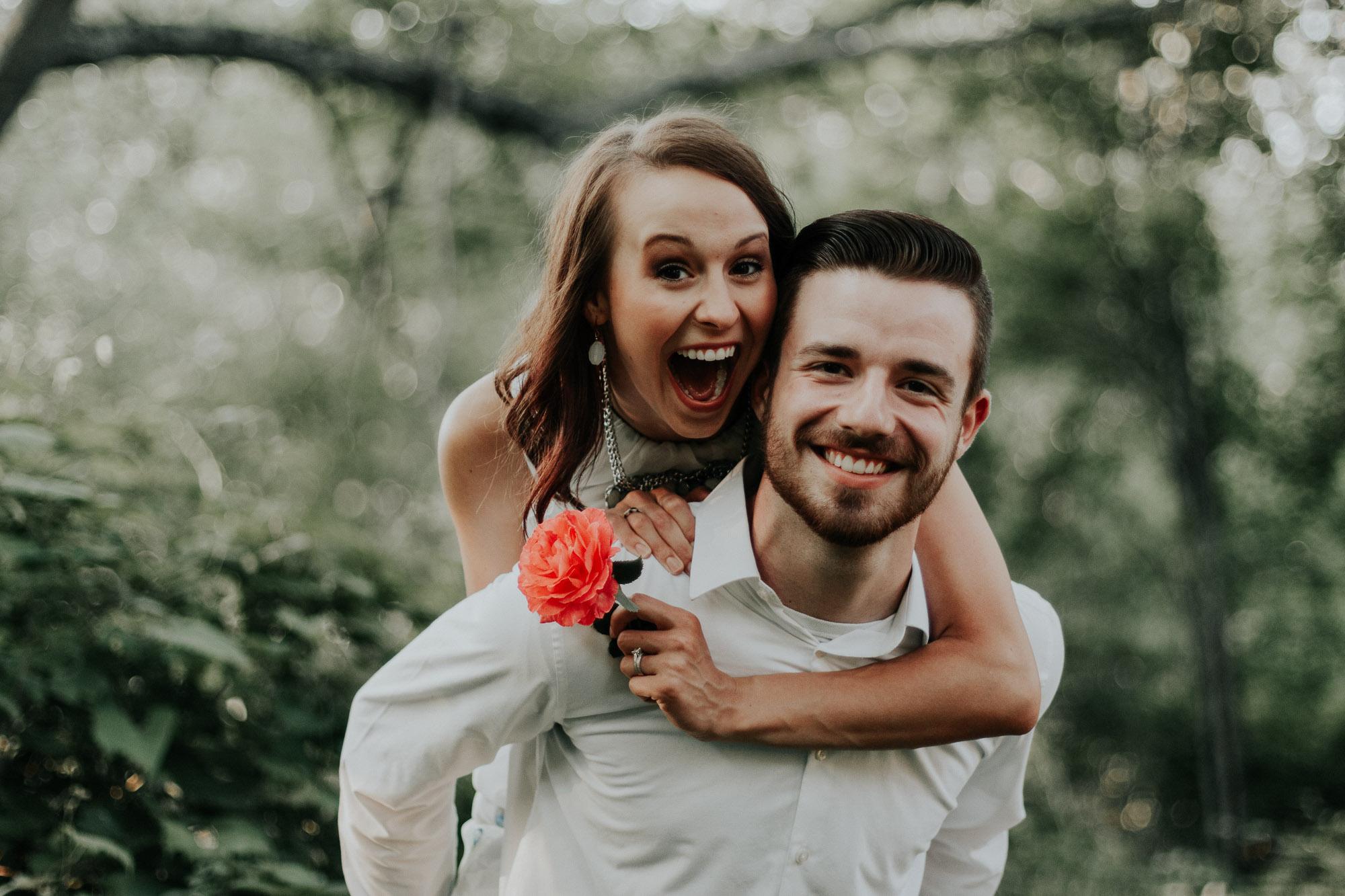 Bild eines Paares welches in die Kamera lacht!