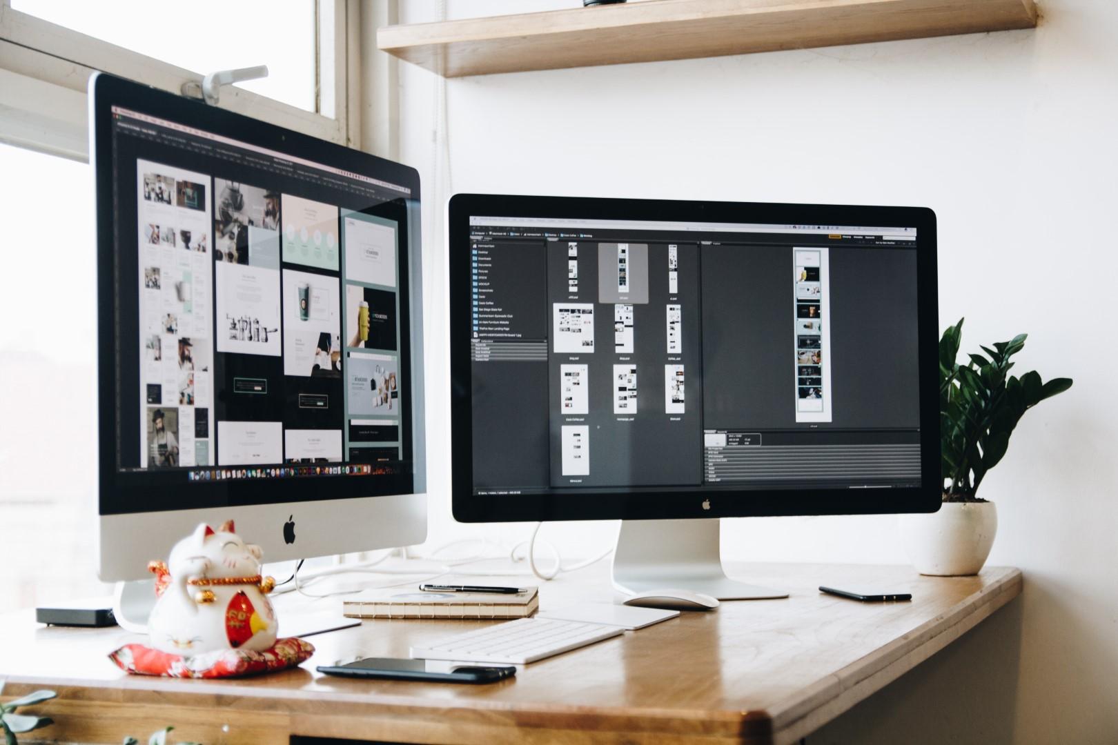 Ideen und Konzepte auf zwei Bildschirmen