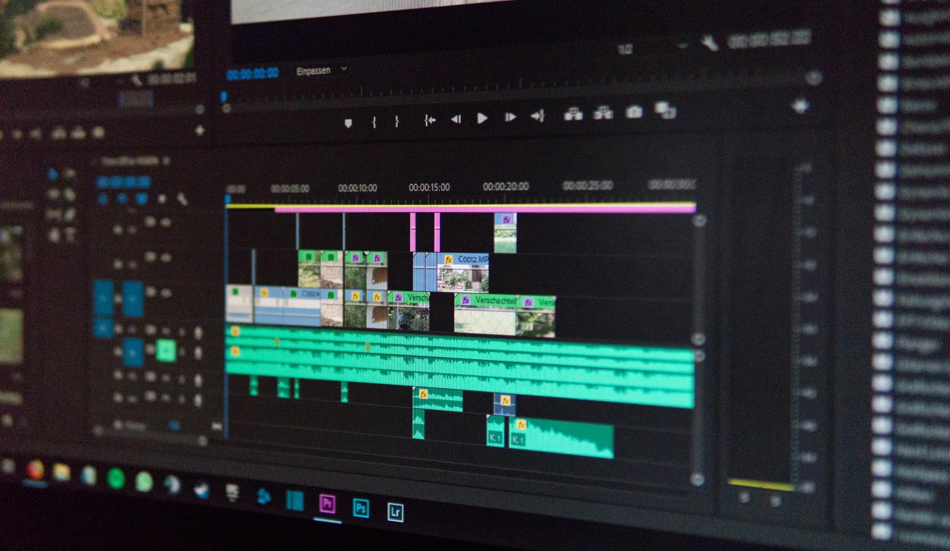 Bildschirmfoto von Premiere Pro Schnittprogramm und der Timeline