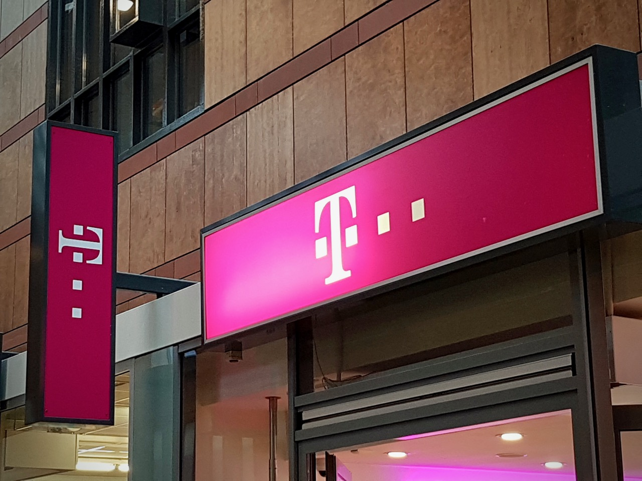 Omnitele assists T-Mobile Netherlands to improve its network