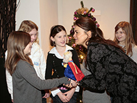 Mundgold gibt Knigge-Kurs für Kinder im Club Astoria