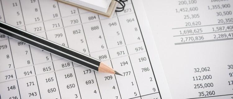 開業資金の計算資料と鉛筆