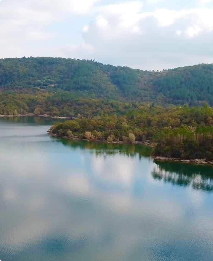 Le lac de Saint Cassien : un terrain de jeu gigantesque permettant d'organiser des événements inédits.