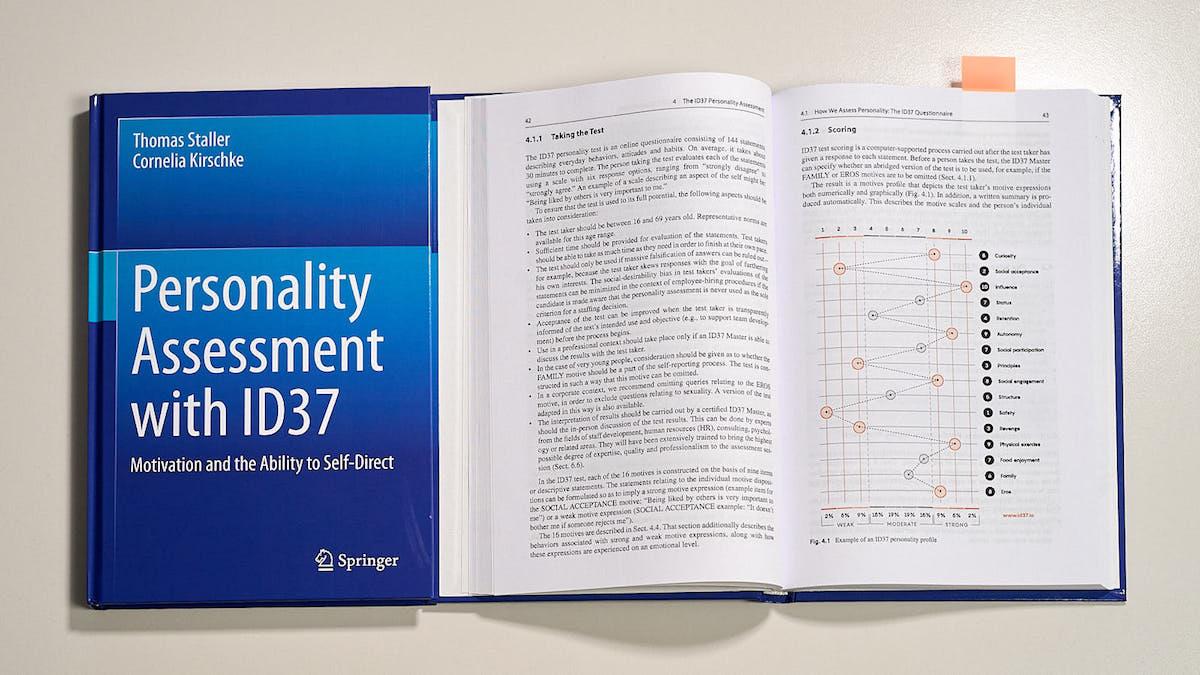 ID37-book-keygraphic