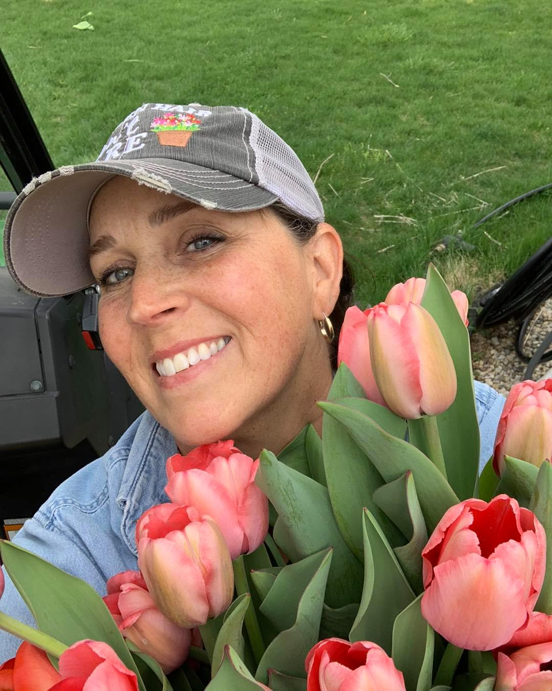Tracy holding flowers