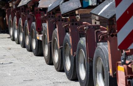 multi-wheel trailer for road transport