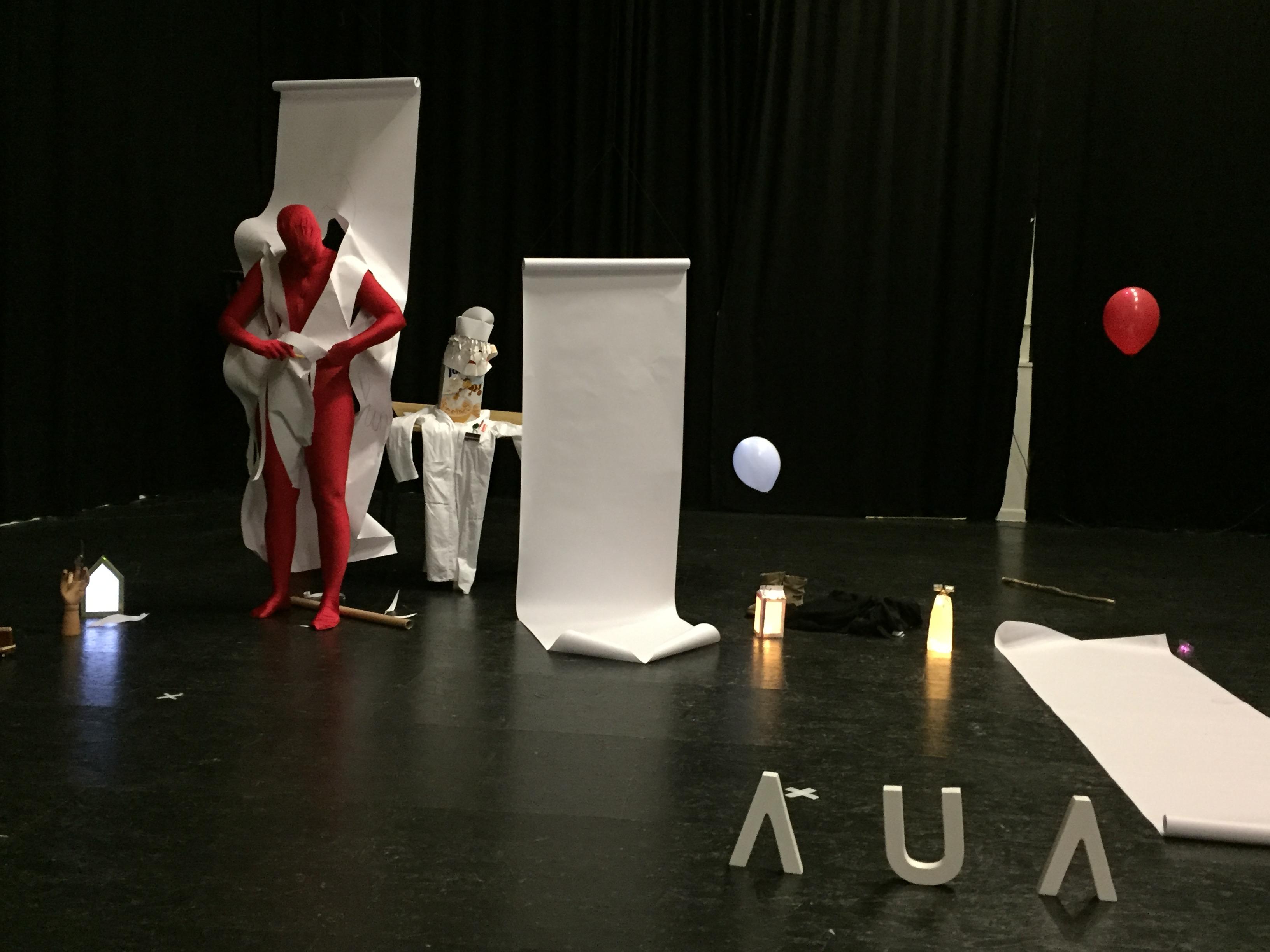 Kunstschwester Richmute auf der Bühne