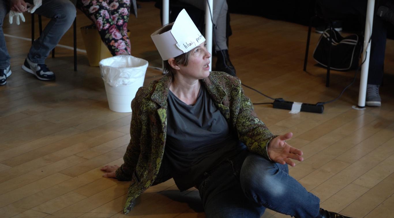 Silke Rudolph in ihrer Rolle als Kunstschwester Richmute