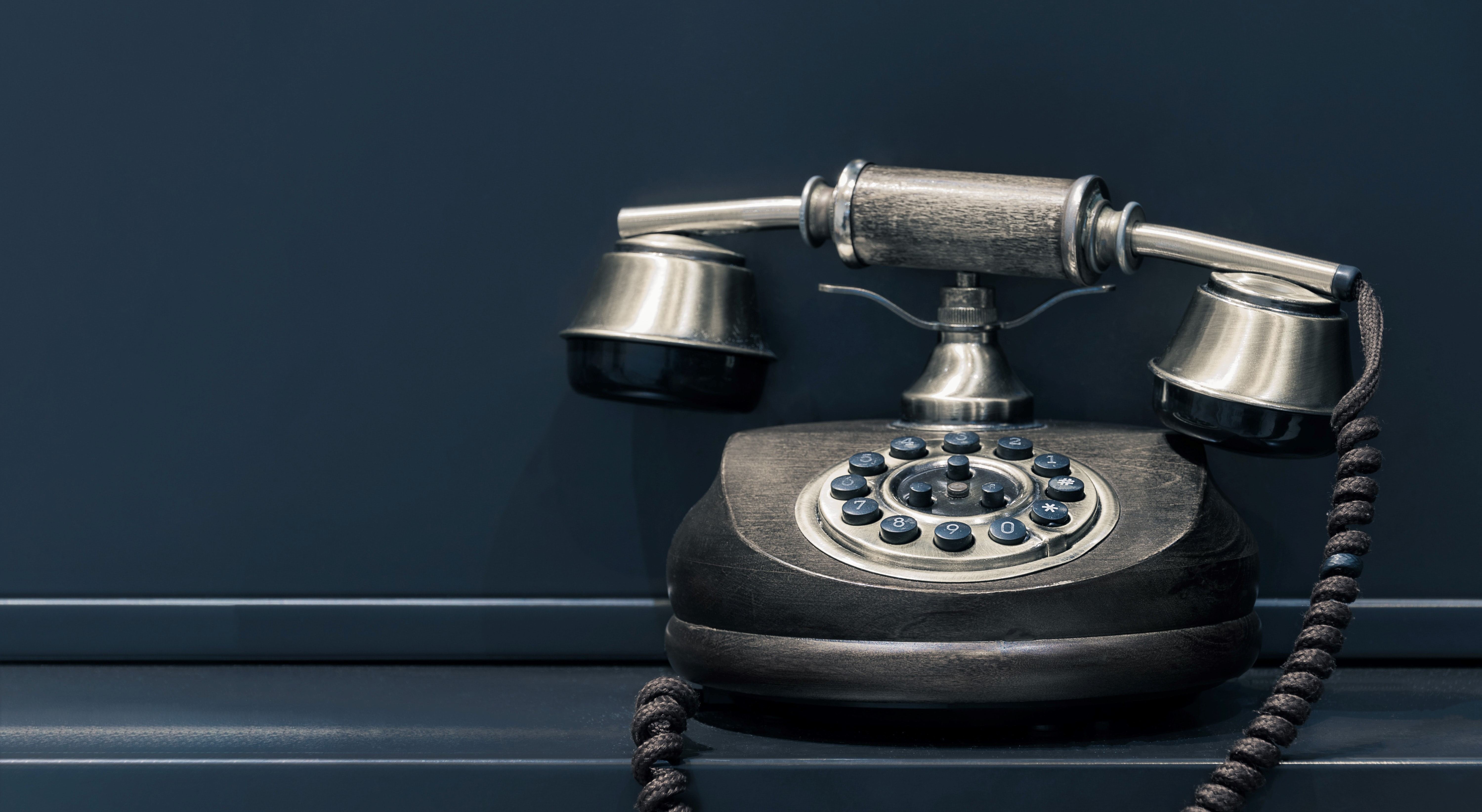 Picture of an old school telephone