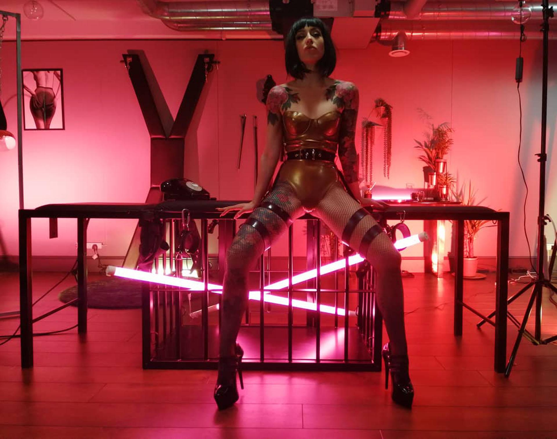Mistress Adreena 21