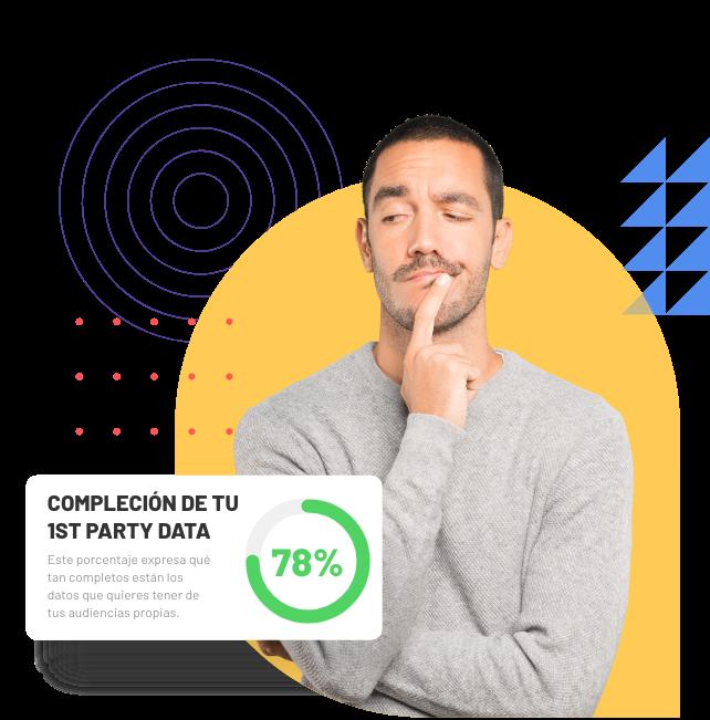Imagen de un marketer mirando el porcentaje de compleción de su 1st party Data.