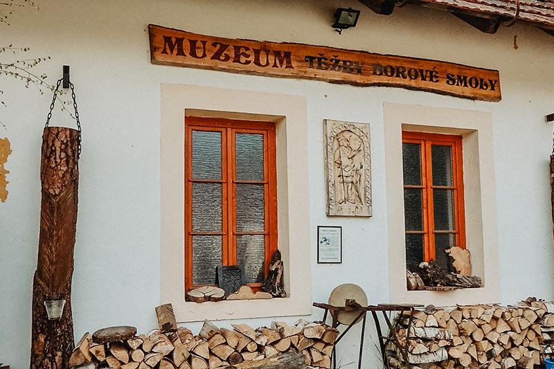 Muzeum těžby borové smoly