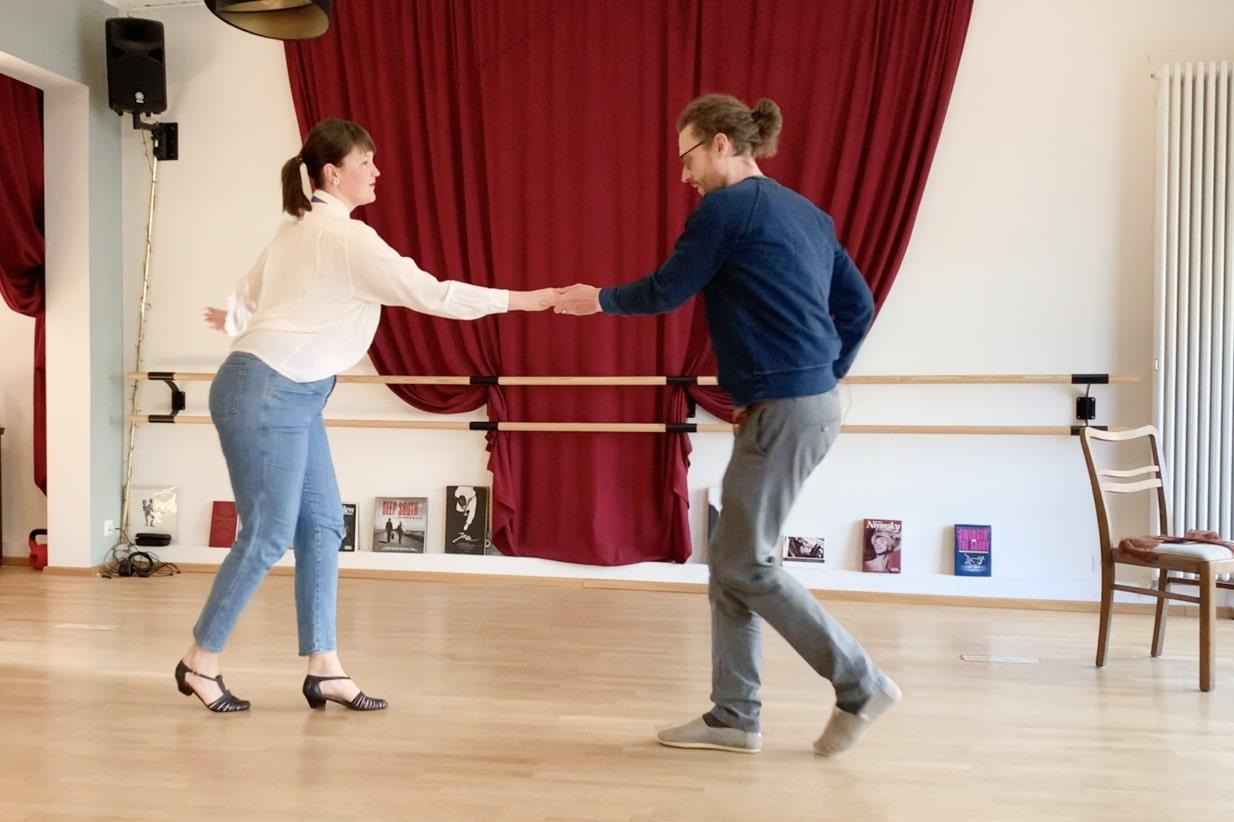 Laura und Benjamin tanzen