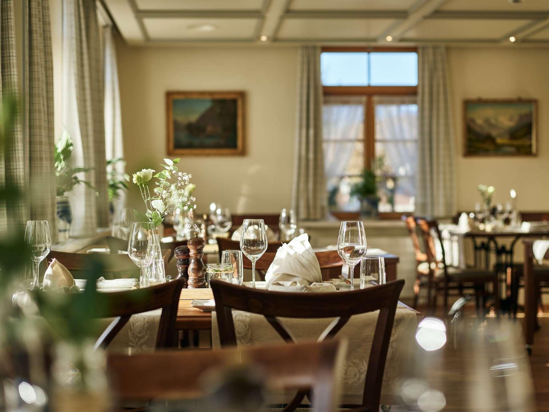 Gaststube Restaurant Burehuus mit gedeckten Tischen