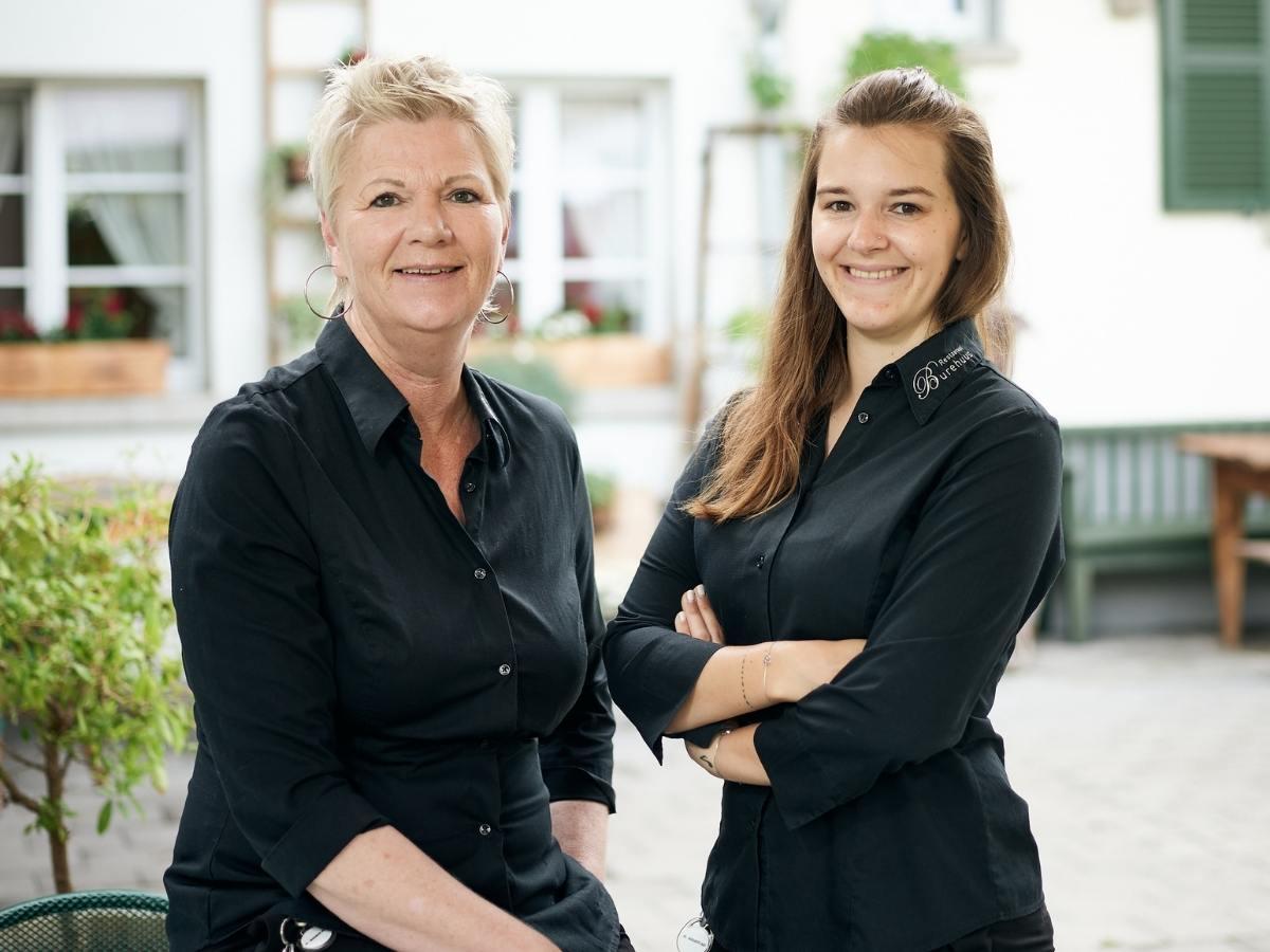 Gastgeberinnen Restaurant Burehuus Thun mit schwarzen Blusen