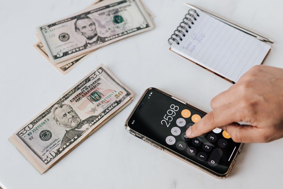 Menghitung dengan kalkulator ponsel