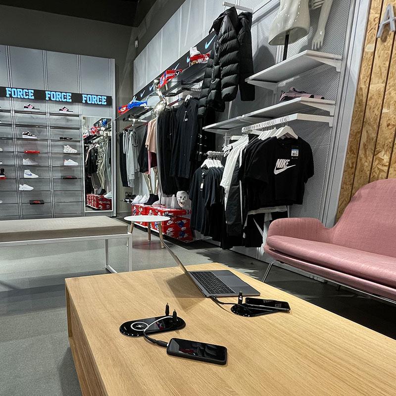 Chargeur Intex table boutique