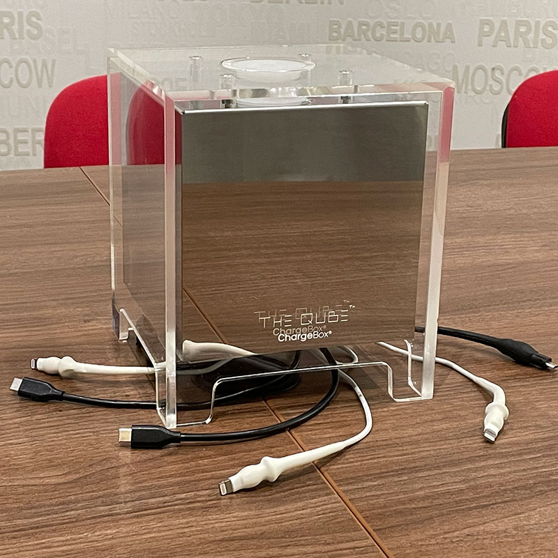 Chargeur Qube table réunion