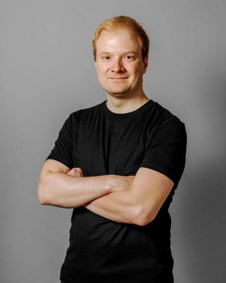Portrait photo of founder Florian Bauer
